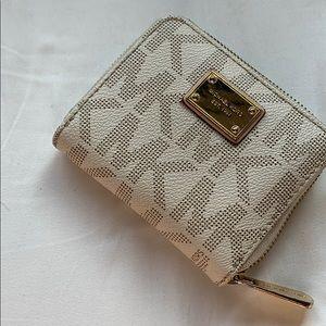 ✨ Michael Kors Mini Wallet ✨
